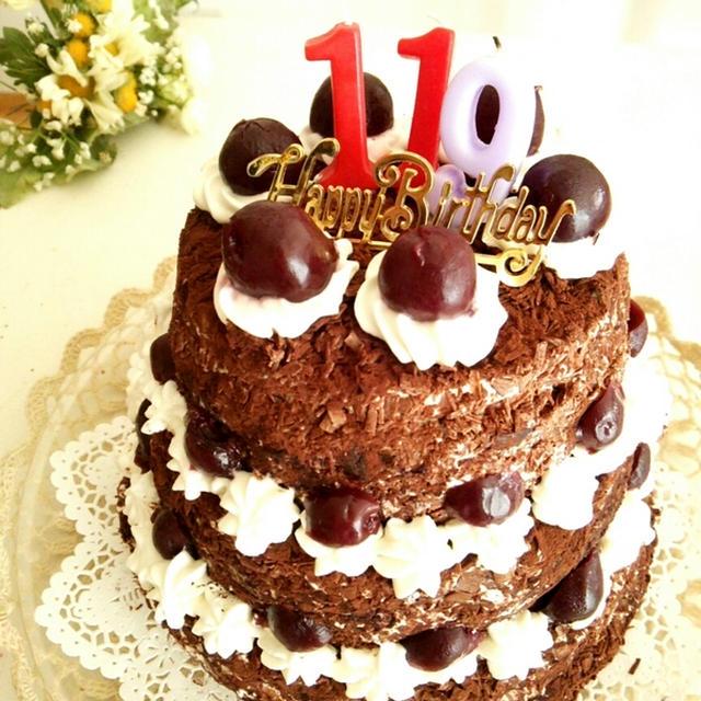 3段のシュヴァルツヴェルダーキルシュトルテ《フォレノワール/子供たちの誕生日ケーキ 2016》