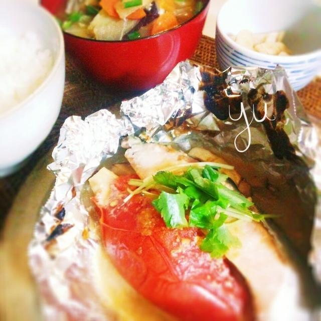 鮭とトマトのホイル焼き