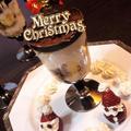 【レシピ】クリスマス★簡単★時短★ケーキ【カップティラミス・イチゴサンタ添え】 by ☆s4☆さん
