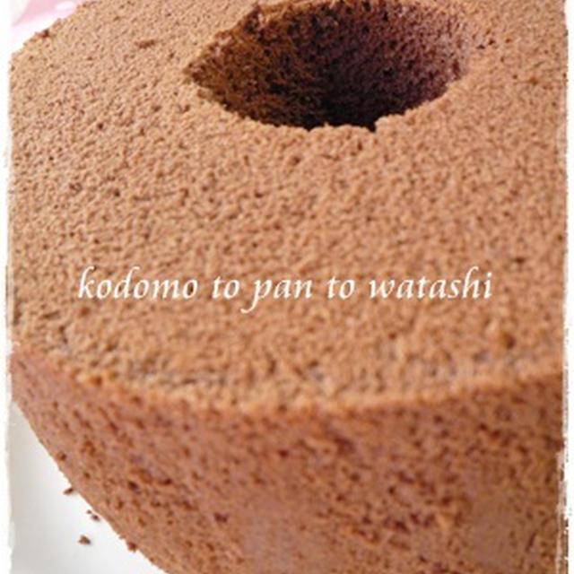 ココアシフォンケーキでクリームサンド