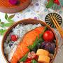塩鮭グリルとソーセージ&カラフルピーマンのわっぱ弁当♪