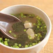 お湯を注ぐだけ!具だくさんな「汁物」レシピが超使える!