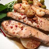 鮭のスパイスマリネ焼き洋酒風味、スペイン風海老のニンニク炒め、春野菜いっぱい新じゃがと卵のサラダ