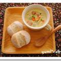 朝ごはん*ぷち胡麻パンと白味噌仕立ての具沢山ミルクスープ