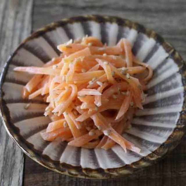 あと一品おかずにぴったり!人参のゴママヨサラダの副菜レシピ