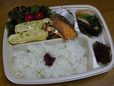 ツレのダンナの昼ごはん ほか弁スタイル(しらす&ネギ入り卵焼き・小松菜とソーセージ炊いたん)