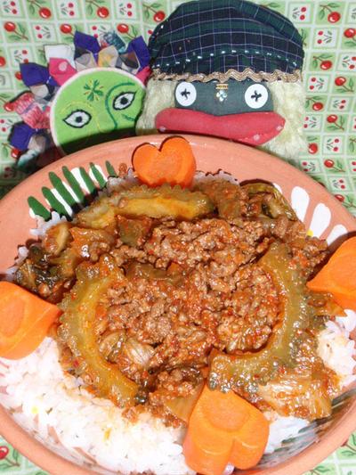 ゴーヤと挽き肉の韓国風丼&豚肉とコンニャクのピリ辛煮(お家カフェ)