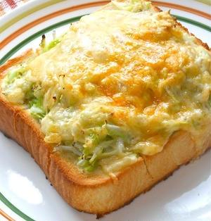 週末朝ゴハンは簡単ヘルシーボリューミィ!もりもりキャベツとしらすの和風チーズトースト。