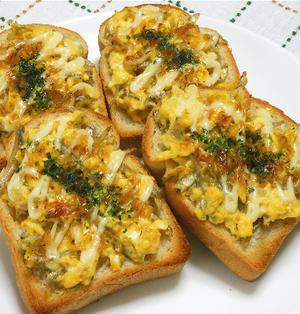 ボリュームたっぷり朝ご飯、ふんわり卵にちりめんじゃこの和風トースト。