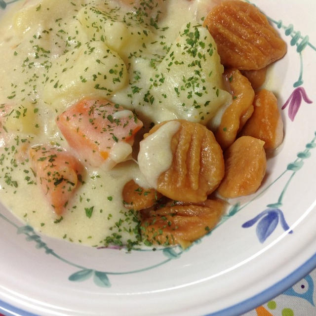 今日の幼稚園弁当♪ & いつかの夕飯!トマトのニョッキwo豆乳クリームシチューで ♪