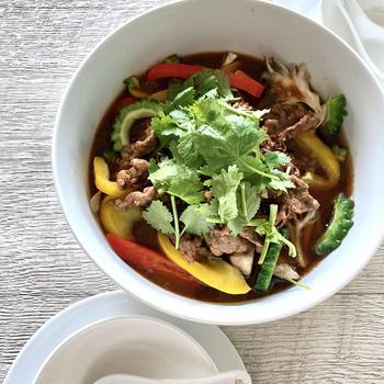 夏野菜たっぷりシビ辛四川料理 水煮牛肉