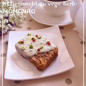 ヨーグルト&ホワイトチョコがけパウンドケーキ ピスタチオとピンクペッパートッピング