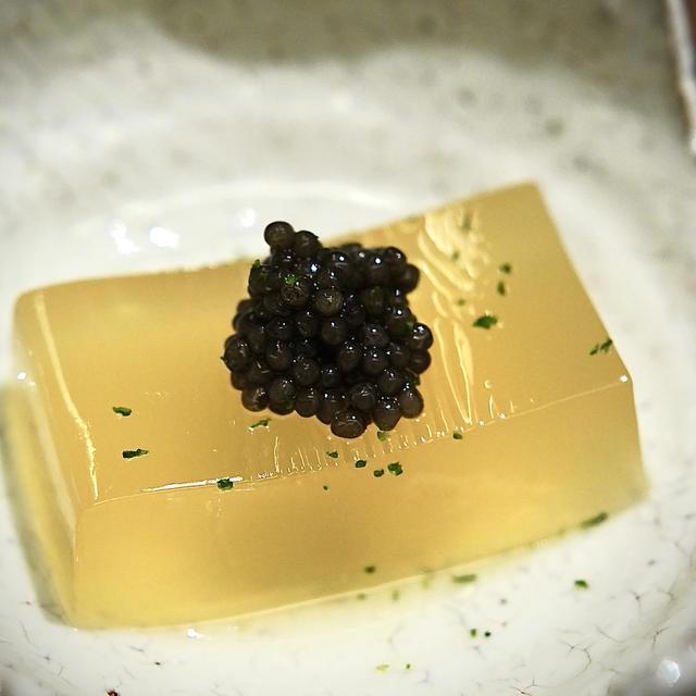 和食に粋な遊びを心を取入れた守破離を感じるミシュラン3つ星の和食店『虎白』