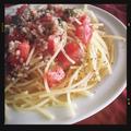 トマトとバジルの冷製パスタ バルサミコオニオンソースがけ