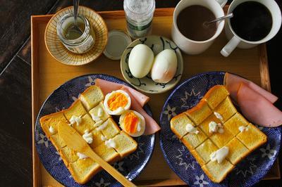 厚焼きトースト(蜂蜜バター)・ゆで卵・ココア・・・朝餉