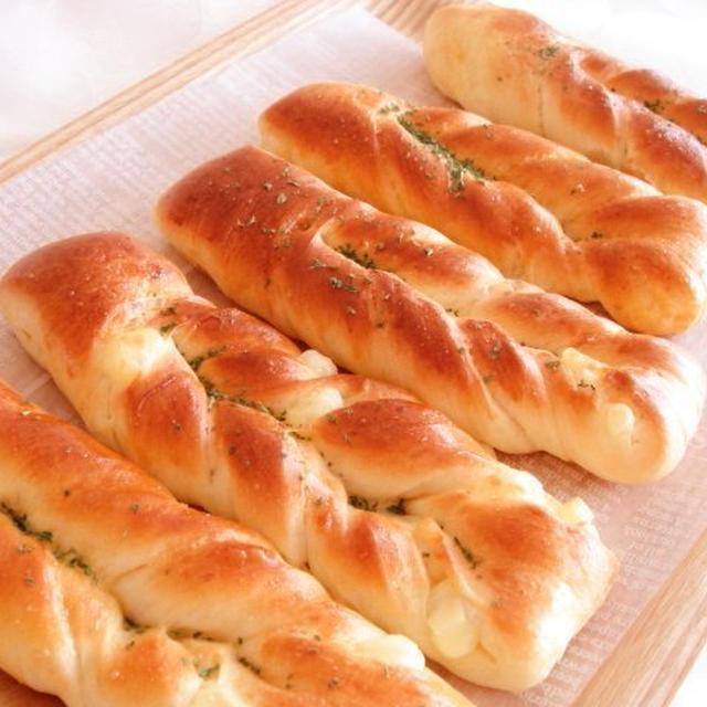 チーズガーリックスティックパン&ウインナーロールパン♪