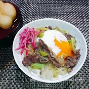 料理初体験の旦那さんのお料理|牛肉のしぐれ煮リメイク丼温卵添え