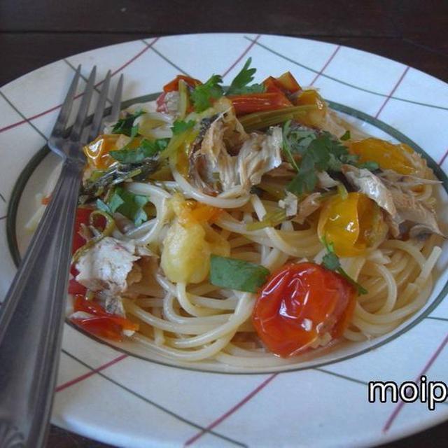サバ缶とプチトマトとパクチーのスパゲティー