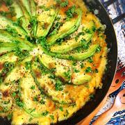 アボガドとアンチョビのチーズオープンオムレツ