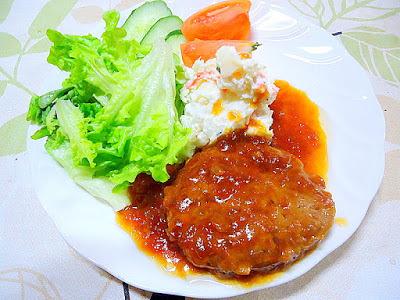 """和風グレビーソースで食べる """" ハンバーグステーキ """""""