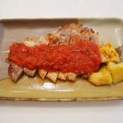 バジルとトマトのソースで食べるポークステーキ