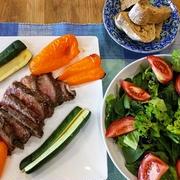 ダイソーのコップ ~ マリネビーフと野菜のグリル焼き