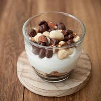 kiri1個でつくる『麦チョコと塩味ナッツのグラスティラミス』