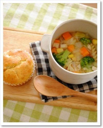 お惣菜マフィンと野菜スープでランチ*