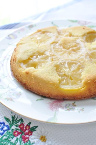 時間がたつとまるでチーズケーキのようなレモンケーキ