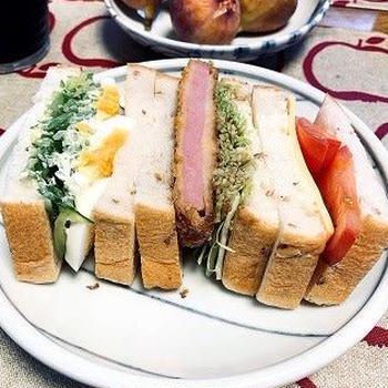 朝ごはん♪ 小さなサンドイッチを半分こ