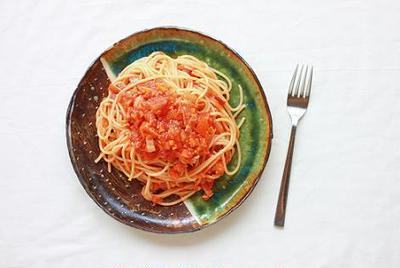 たっぷり野菜とベーコンのトマトソースパスタと週末のお昼ごはん。
