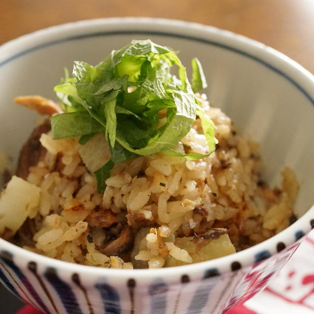 大根と秋刀魚の蒲焼き缶の炊き込みご飯