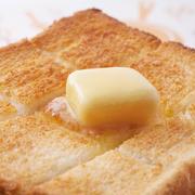 カフェのトーストに切り込みが入っている理由って?今さら聞けない「トースト」の基本のき