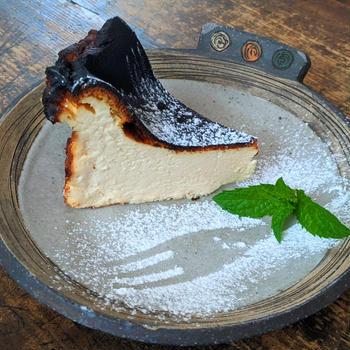 濃厚なバスクチーズケーキ