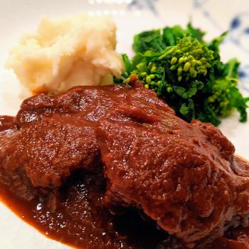 おうちごはん☆コストコで購入した牛タンの赤ワイン煮