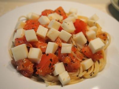 ドライバジル&フレッシュトマト&モッツァレラチーズのパスタ