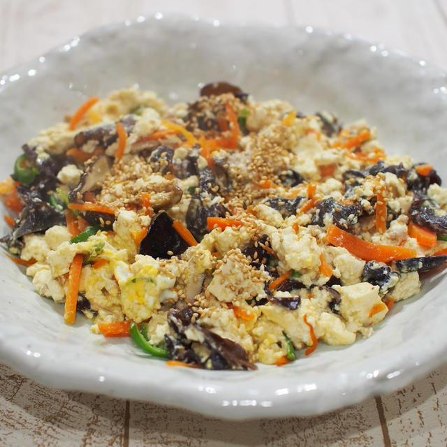 あれこれ野菜を少しずつ、の「炒り豆腐」