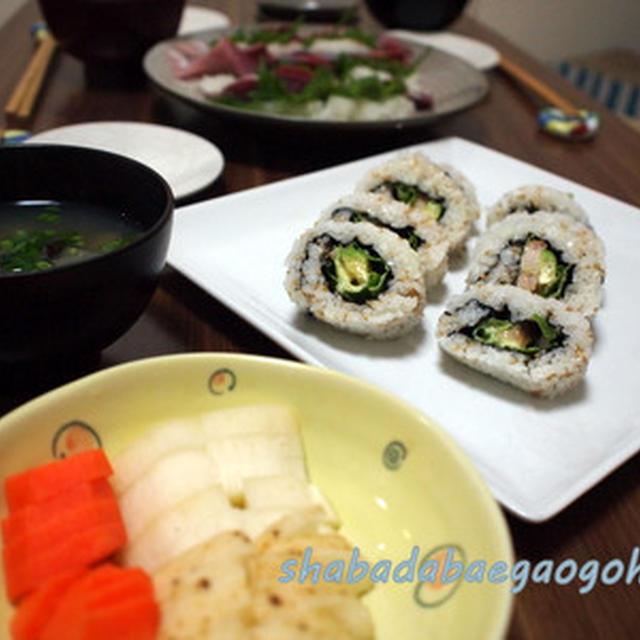 カリフォルニアロールと恵方巻き(巻き寿司)