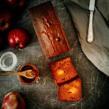 香ばしくほろ苦い。キャラメルりんごのパウンドケーキ
