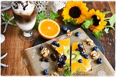 フルーツオープンサンドの朝ごはんとカスタードプリン
