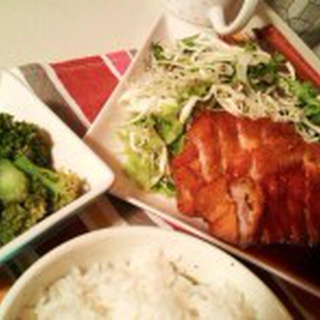 晩ごはん:豚カツとブロッコリーのゴマ和え。