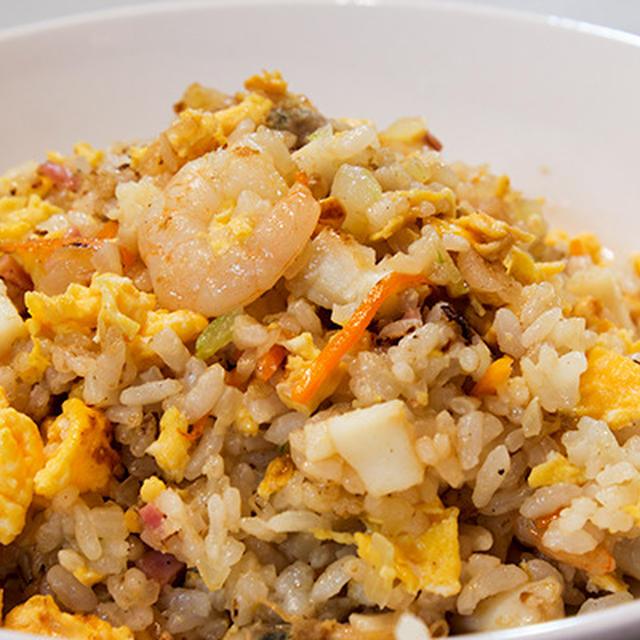 便利で美味しいシーフード炒飯とキリッと生姜味の春雨スープ。