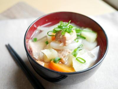 北海道の郷土料理「三平汁」鮭の旨味がしみわたる〜
