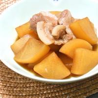 サッと煮えて早い!簡単おうち中華でご飯がススム〜大根と豚バラ肉の香り煮。