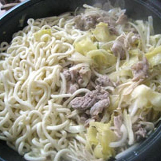 残ったお肉、野菜で・・・蒸し鍋うどん