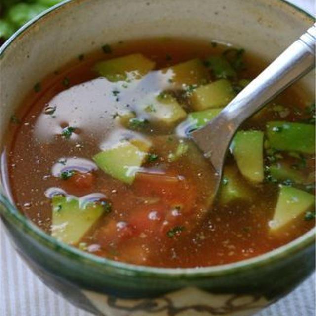 煮立てるだけです☆アボカドの激辛スープ