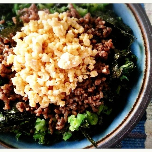 新米が美味しい季節♬三色そぼろ丼でご飯がご飯がススムちゃんで~す(*´ー`*)