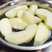 「塩水につける」はもう古い!?りんごの変色を防ぐには○○○がオススメ!