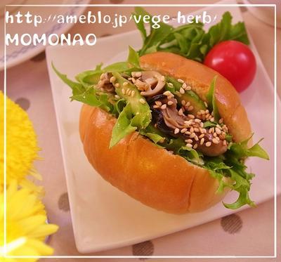 牡蠣のオイル漬け&アスパラガスでロールパンサンド
