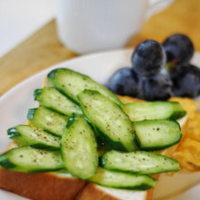 キュウリのひだパンで朝ごはん